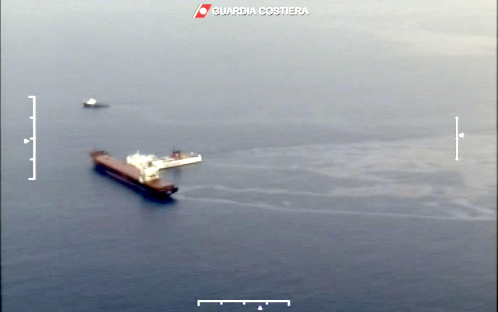 """Chiazza di oltre 10 kmq di carburante, Santuario Pelagos a rischio. Legambiente: """"Normative più strette a tutela delle Aree marine protette"""""""