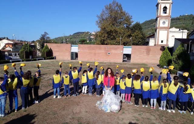 Puliamo il mondo: i bambini delle scuole di Stiava e Bozzano raccolgono i rifiuti