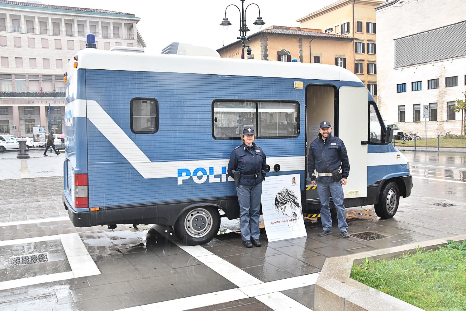 """""""Questo non è amore"""", la Polizia di Sato contro la violenza di genere col progetto camper"""