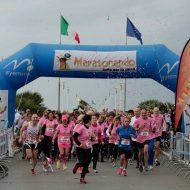 Run For Airc, sport e solidarietà: Forte dei Marmi travolta da un'onda rosa
