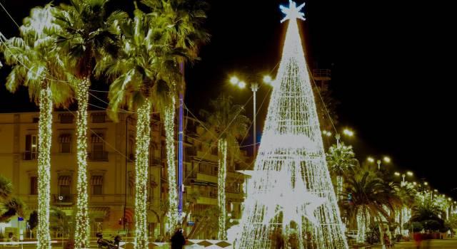 """Natale a Viareggio: 2 abeti, il presepe, la musica in Passeggiata e sosta gratis al """"piazzone"""""""