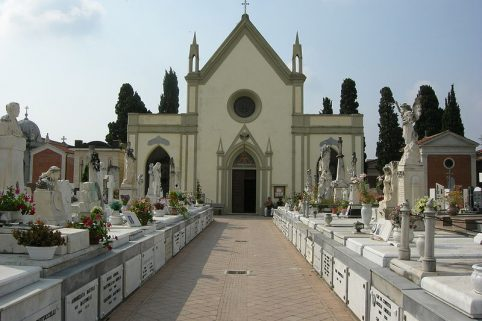 Giovane madre trovata morta in un B&B a La Spezia, oggi il funerale a Viareggio