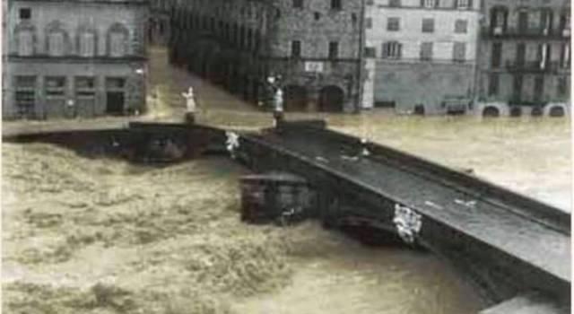 Alluvione di Firenze, oggi 52 anni fa: anche i patini e i bagnini arrivati da Viareggio in soccorso di chi era rimasto intrappolato