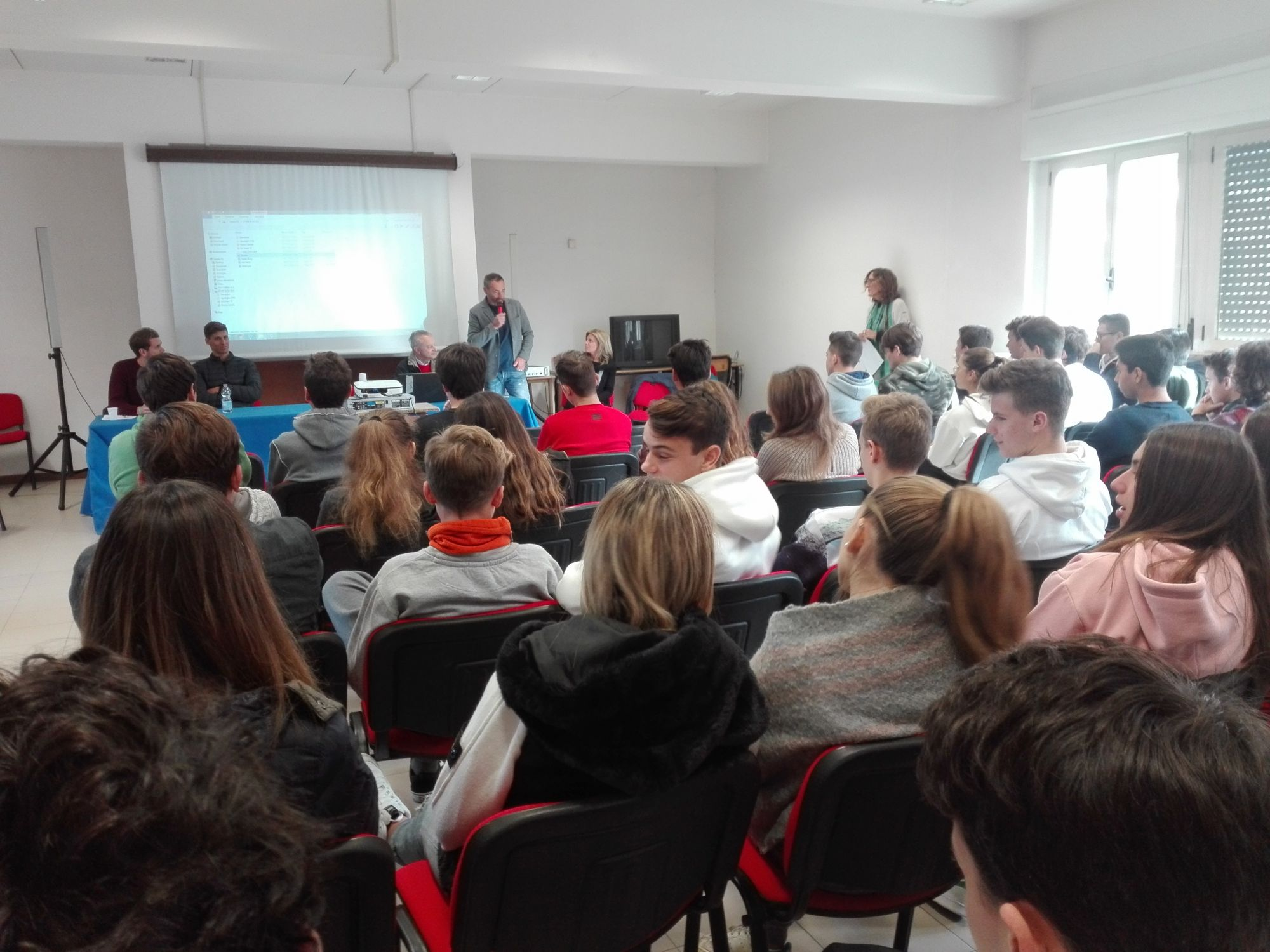 """""""Sport e Benessere"""", il Liceo Scientifico Michelangelo Chini incontra i giocatori dell'Hockey Forte"""