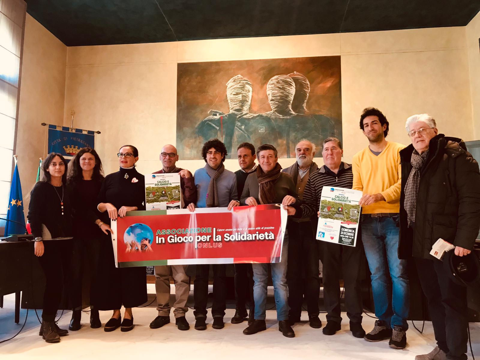 Calcio e solidarietà allo stadio comunale di Pietrasanta