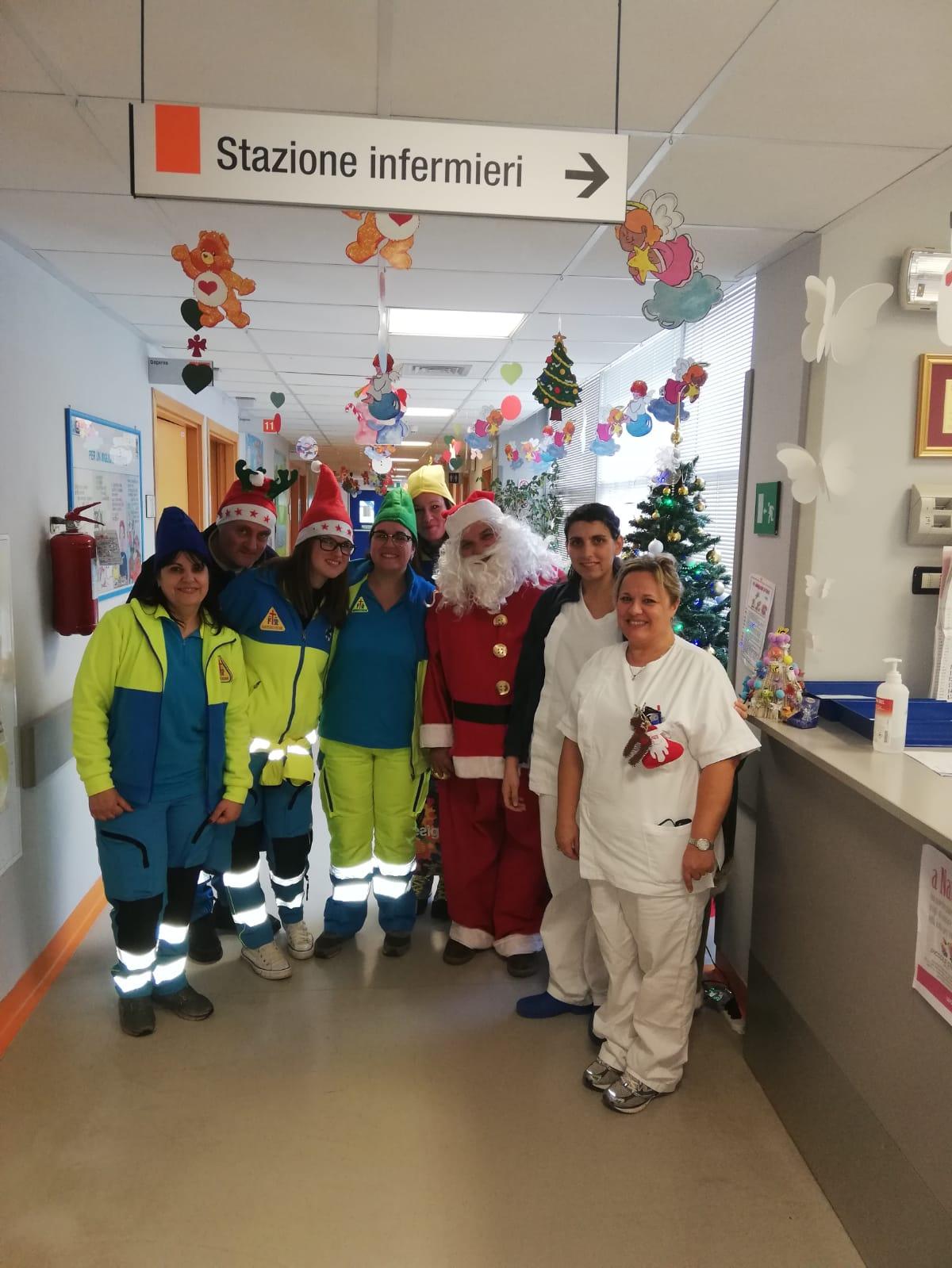 Babbo Natale speciale in Pediatria e alla casa famiglia di Capezzano Pianore