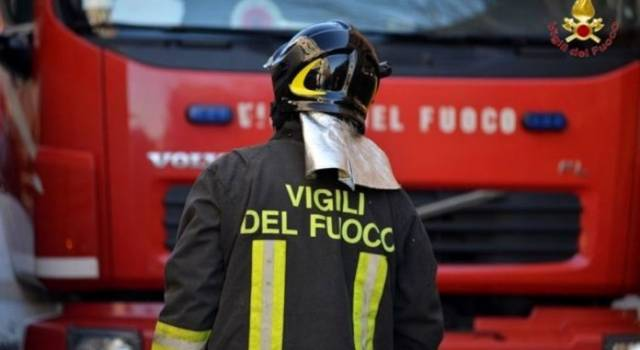 A fuoco un appartamento, evacuate 12 famiglie