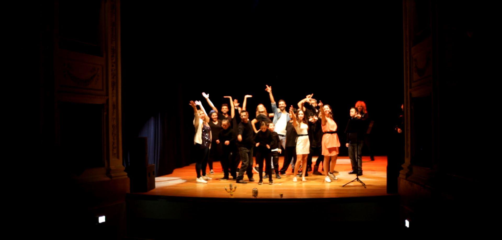 """Teatro dell'Olivo di Camaiore gremito per il debutto del musical """"Wonderland's Music All"""""""