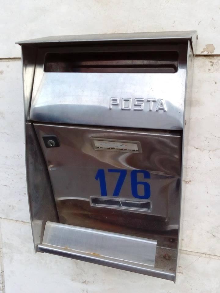 Nuove mode: spaccare le cassette della posta