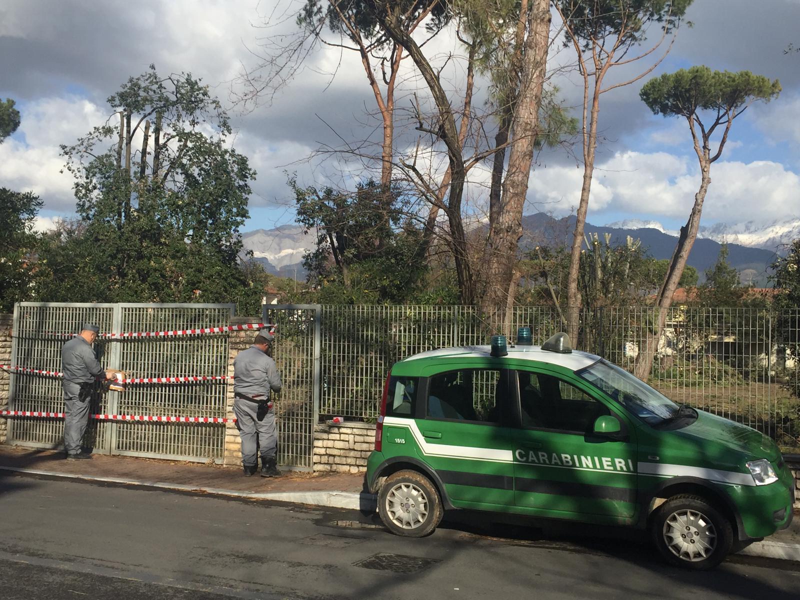 """I Forestali sequestrano il """"Parco dei Conigli"""" a Marina di Massa"""