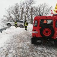 Maltempo e neve, fuori strada con l'auto