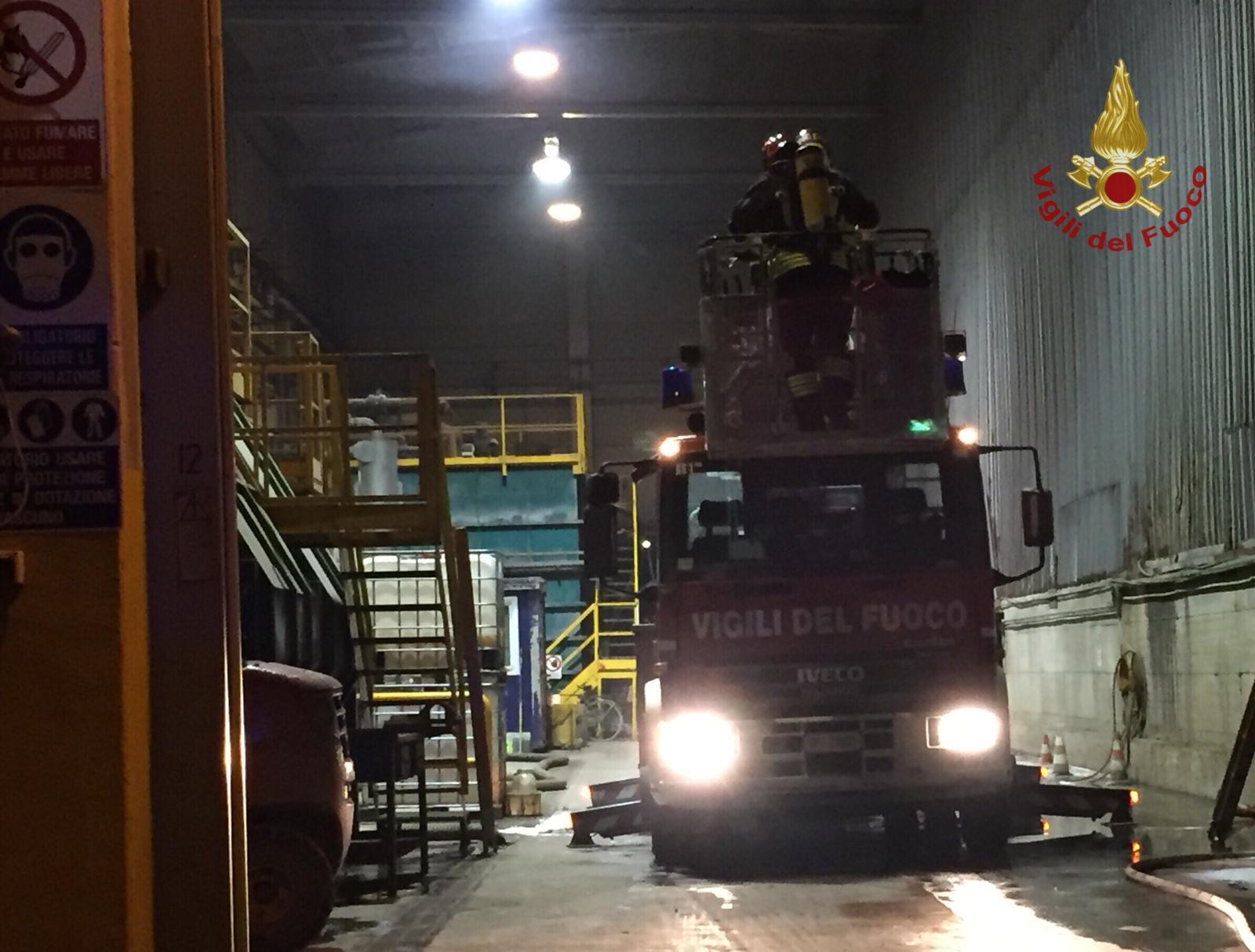 Rogo in uno stabilimento per il  trattamento di rifiuti industriali speciali