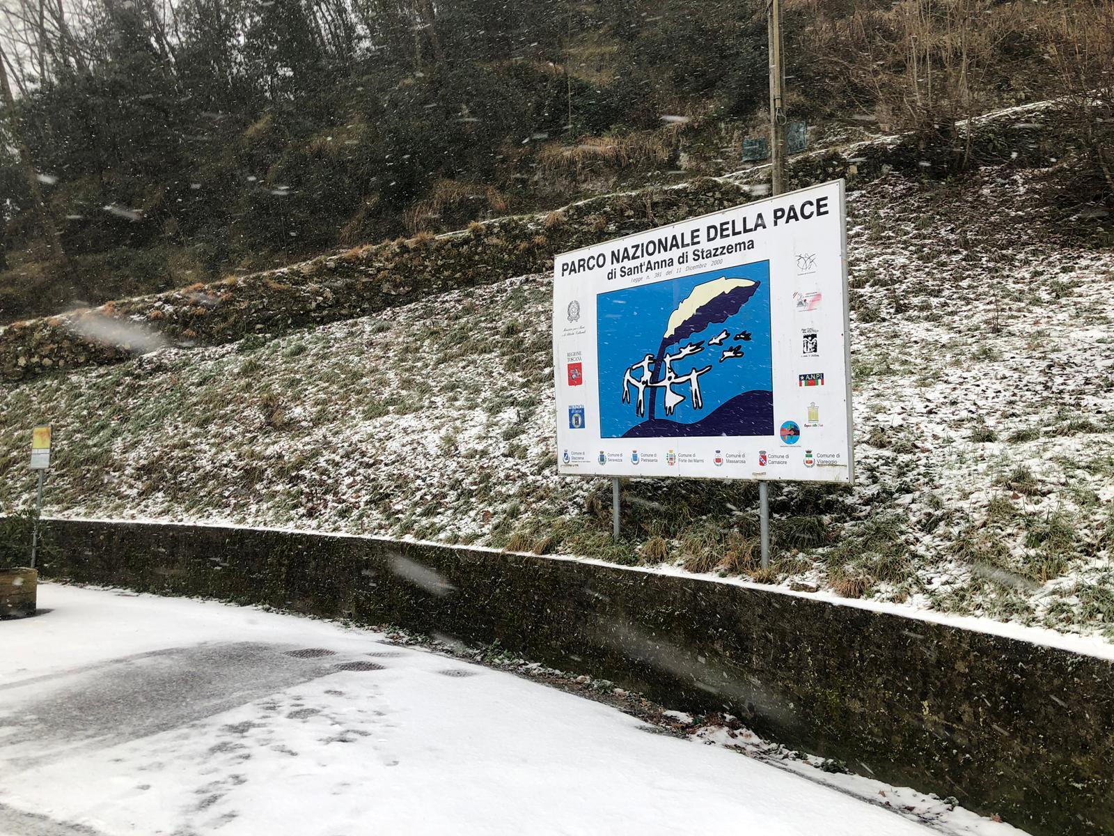 La nevicata in Alta Versilia nelle foto di Valerio Vespignani