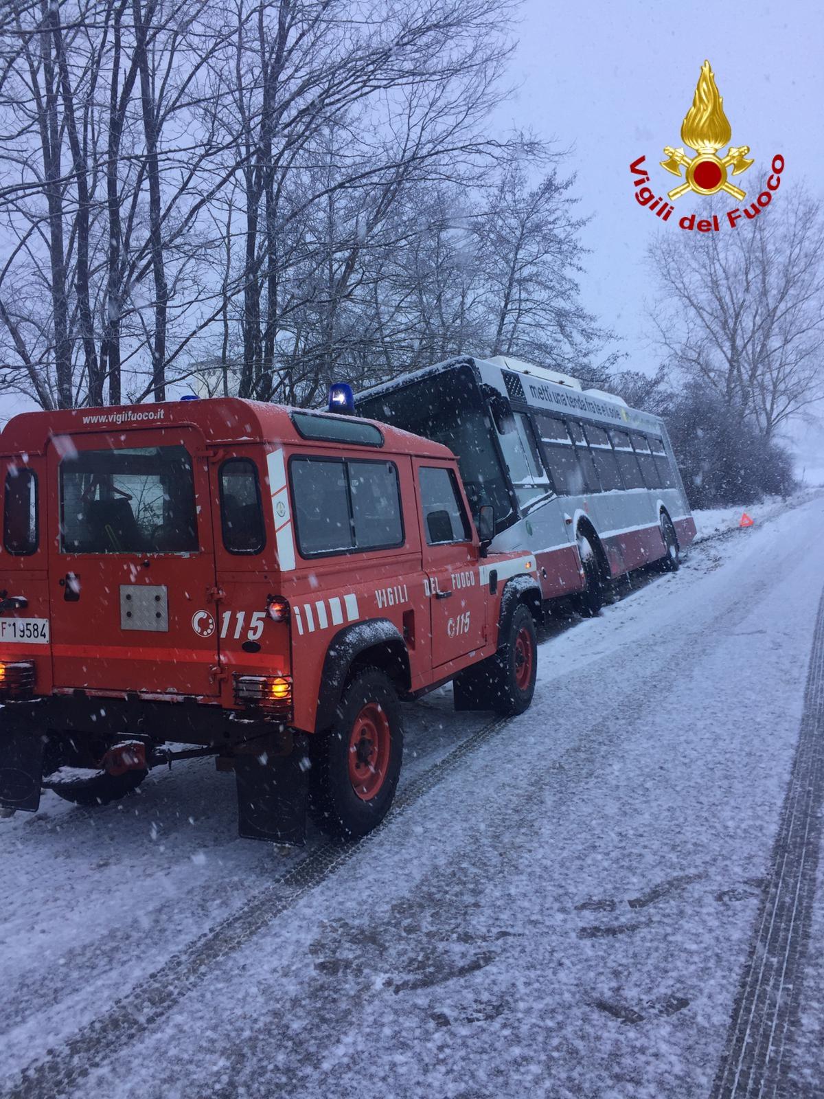 Emergenza neve e ghiaccio, medico accompagnato dai pompieri in ospedale: era atteso per un intervento chirurgico urgente