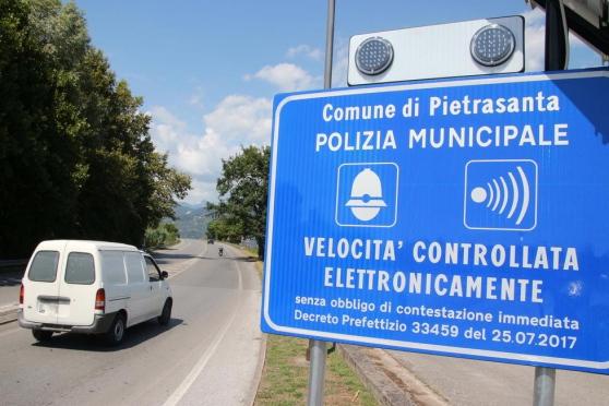 "Potere al Popolo: ""Spengete l'autovelox a Pietrasanta"""