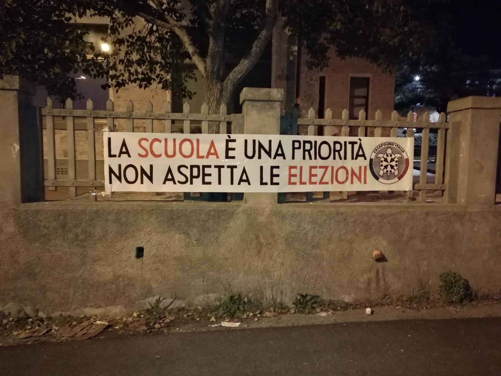 """""""La scuola è una priorità, non aspetta le elezioni"""". Striscione di CasaPound a Massarosa contro la mancanza di interventi"""