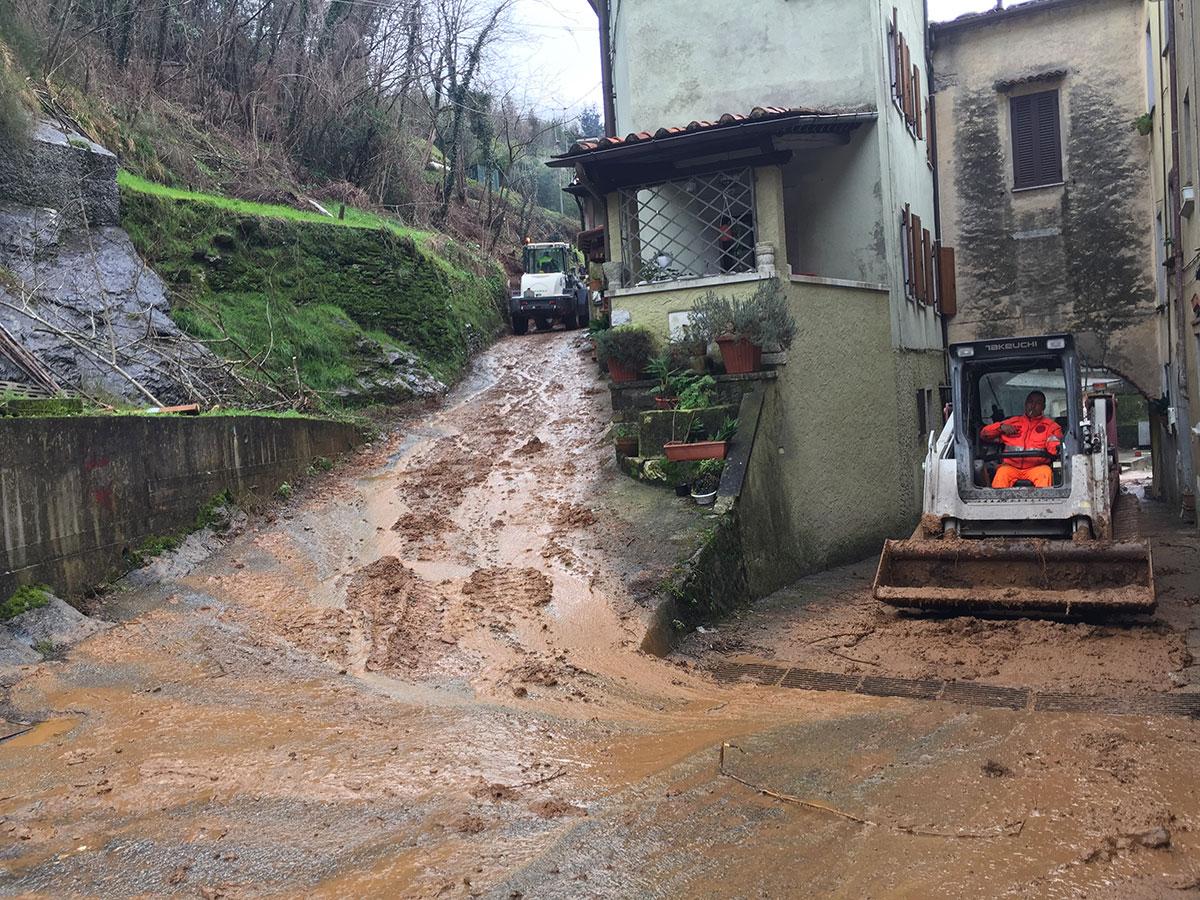 Frana a Riomagno, evacuate per precauzione quattro abitazioni: ordinanza di sgombero per una famiglia