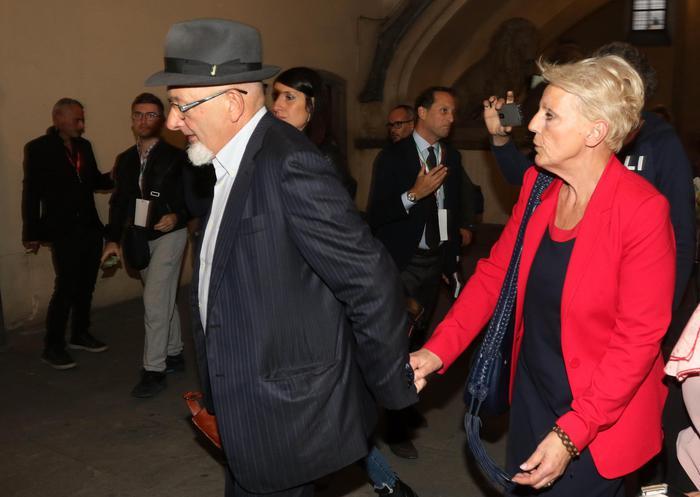 Fatture false e bancarotta fraudolenta, i genitori di Matteo Renzi ai domiciliari