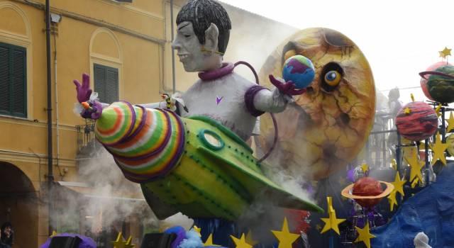 Carnevale Pietrasanta: guerra alle bombolette, controlli agli accessi del corso mascherato