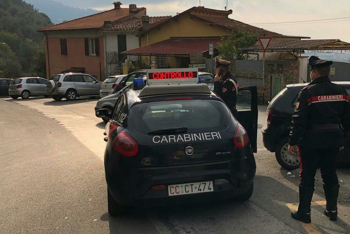 Aggredisce i Carabinieri, arrestato