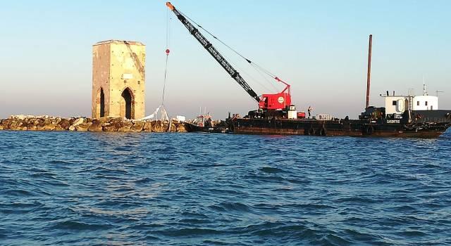 """Rimosso il relitto del """"Le Chien"""", l'imbarcazione a vela francese affondata alla Meloria"""