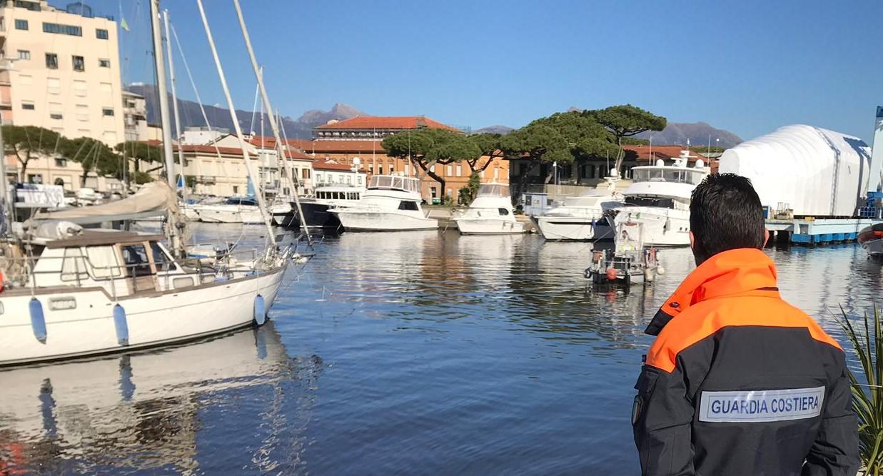 Inquinamento in porto a Viareggio, interviene la Guardia Costiera