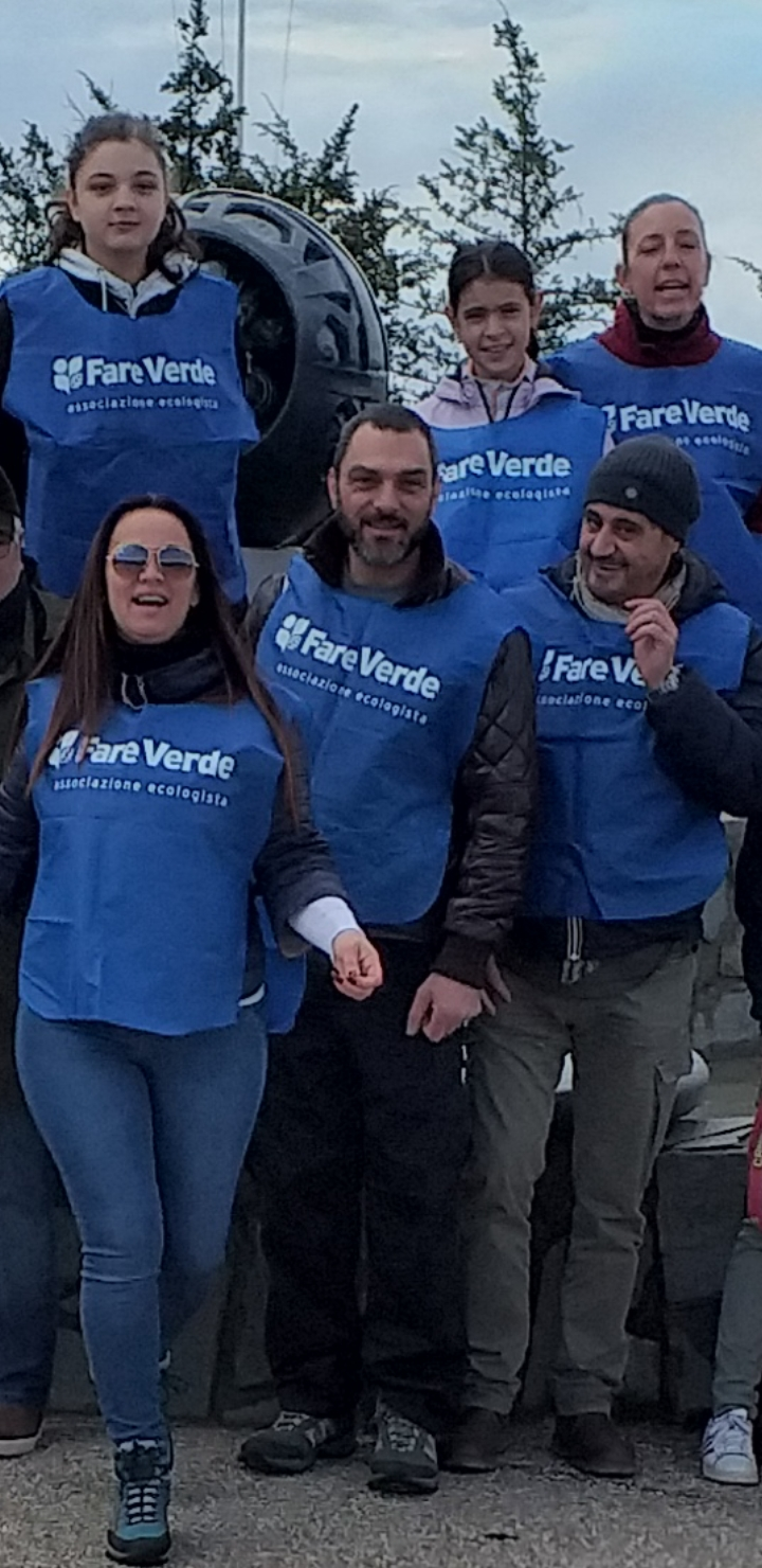 """A """"Striscia la notizia"""" i volontari di Fare Verde Versilia dichiarano guerra alla plastica sulla spiaggia di Marina di Pietrasanta"""