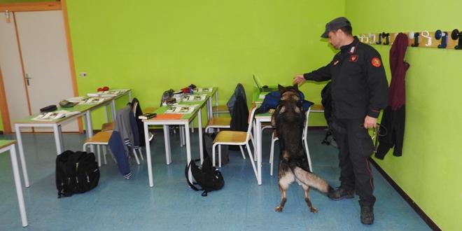 """Carabinieri a scuola, il Cantiere Sociale: """"Stato di polizia"""""""