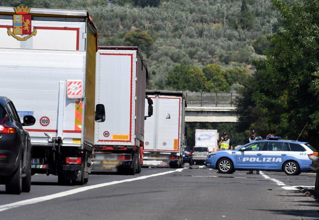 Tarocca la centralina del TIR per risparmiare ai danni dell'ambiente: sanzionato con 4.500 euro dalla Polstrada