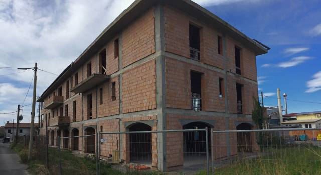 Querceta, alloggi residenziali al posto dei fondi artigianali