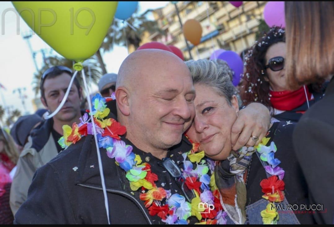 Un gesto infame: rubati i fiori in ricordo di Alessandro Cecchi morto nell'incidente in via Pisano