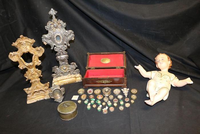 Ritrovate dai carabinieri e restituite alla Misericordia 33 reliquie di santi