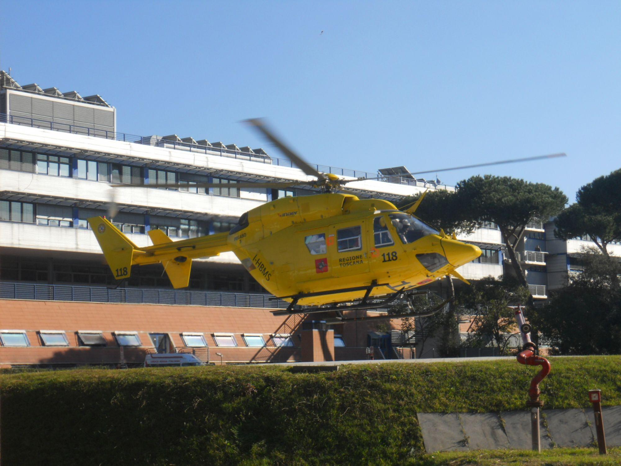 Scivola per circa 30 metri a Foce delle Porchette, portata in ospedale col Pegaso