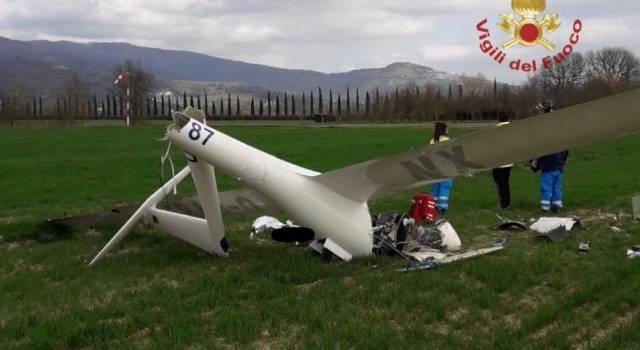 Aliante precipita in fase di decollo, morto il pilota
