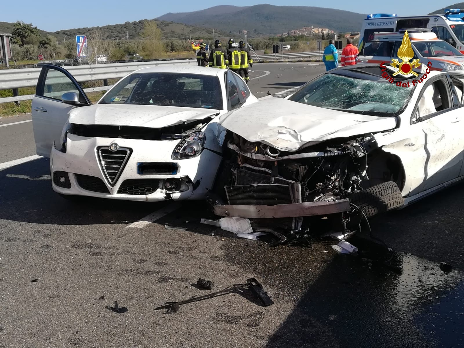 Due incidenti a poche centinaia di metri l'uno dall'altro, tre feriti: SR E78 chiusa al traffico
