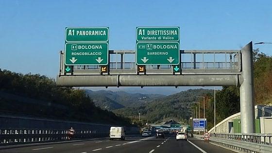 Scontro tra due vetture e un tir, chiusa l'A1 tra Firenze e Bologna