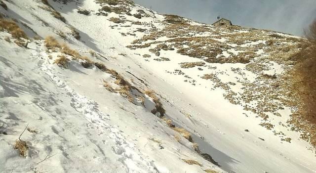 La Garfagnana si risveglia con la neve: acqua e vento sulla costa