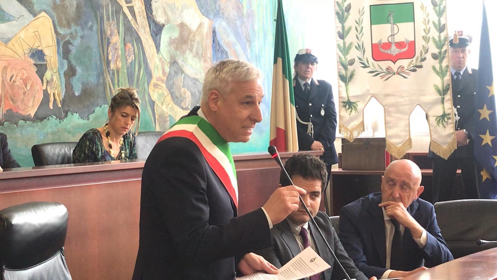 Viareggio approva il bilancio: il sindaco bacchetta i consiglieri disattenti