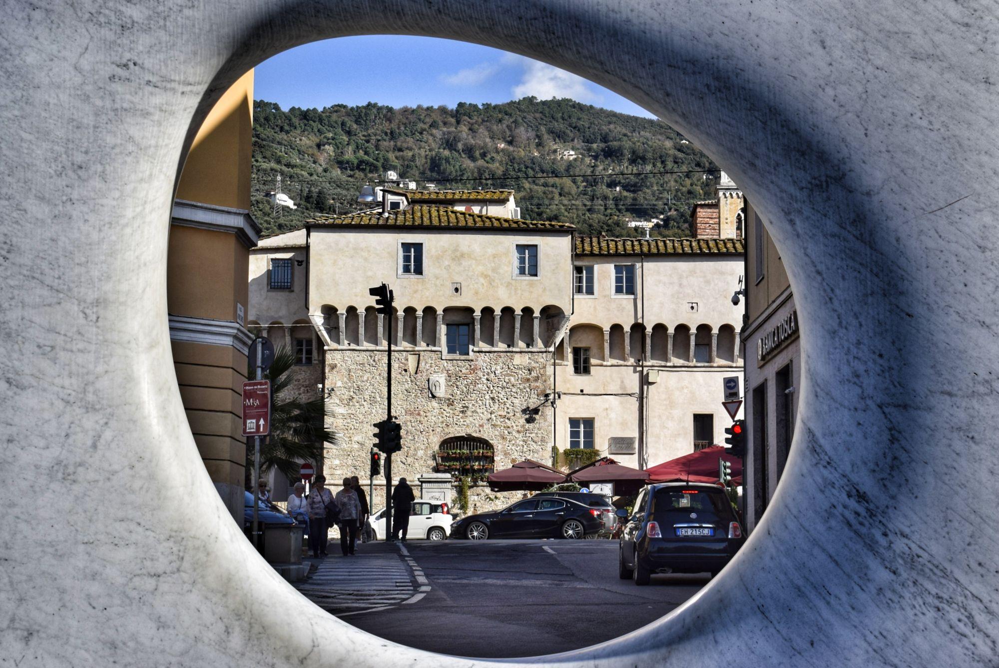 Gallerie d'arte, Pietrasanta città record