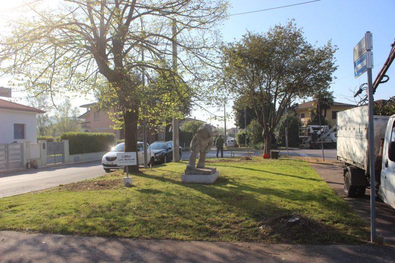 Si sistema il piccolo parco ai macelli comune pietrasanta for Arredo giardino pietrasanta
