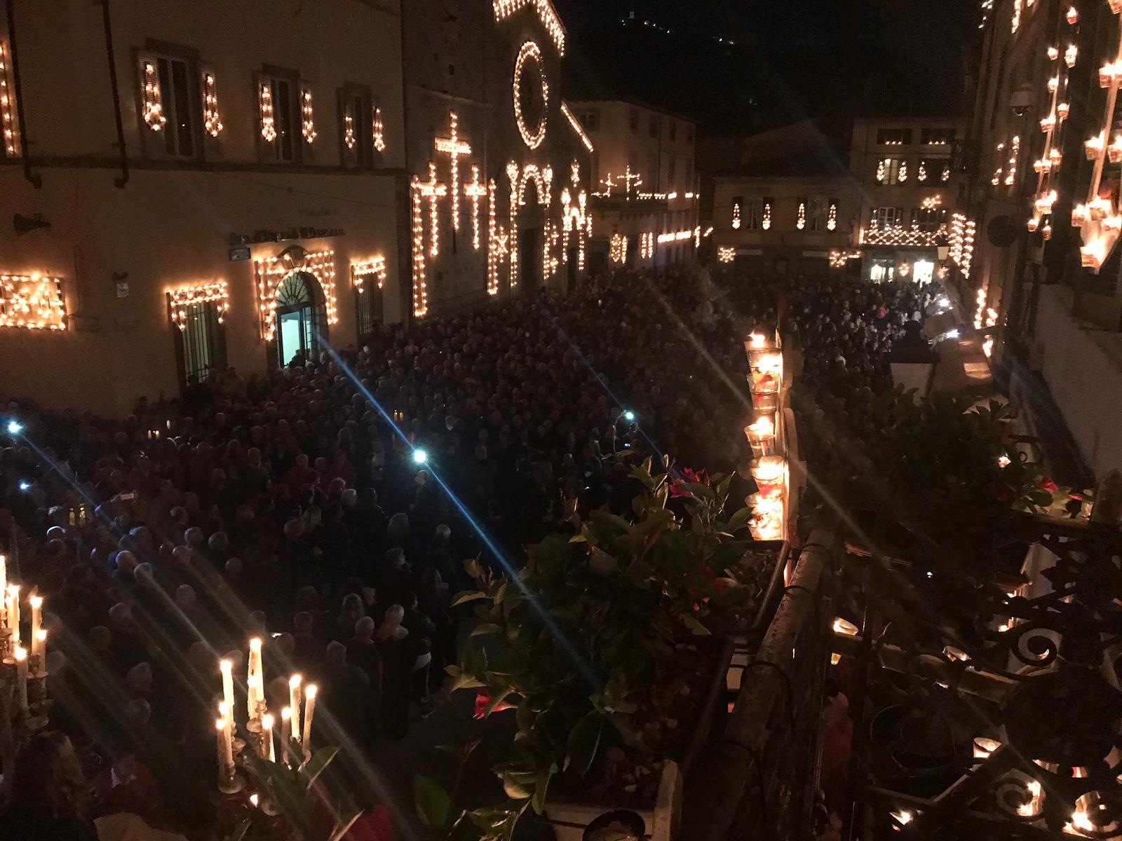 Folla a Camaiore per Gesù Morto