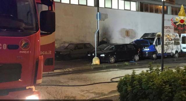 Quattro auto a fuoco, non si esclude il dolo