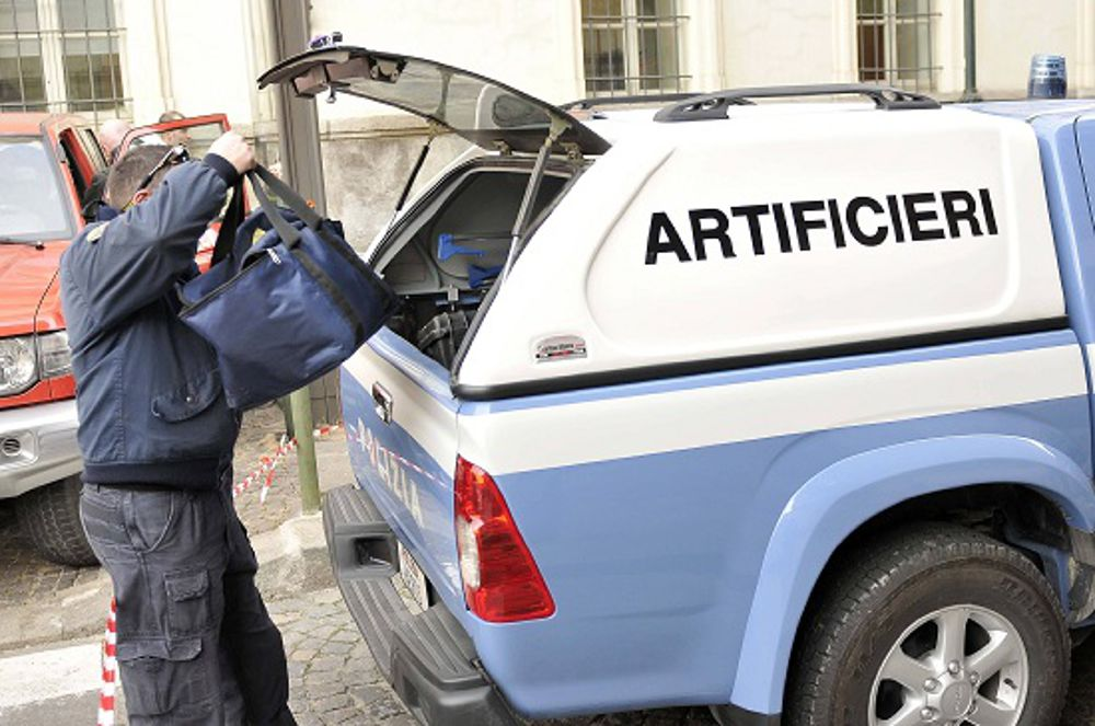 Valigia sospetta alla sede della Cisl, scatta l'allarme bomba