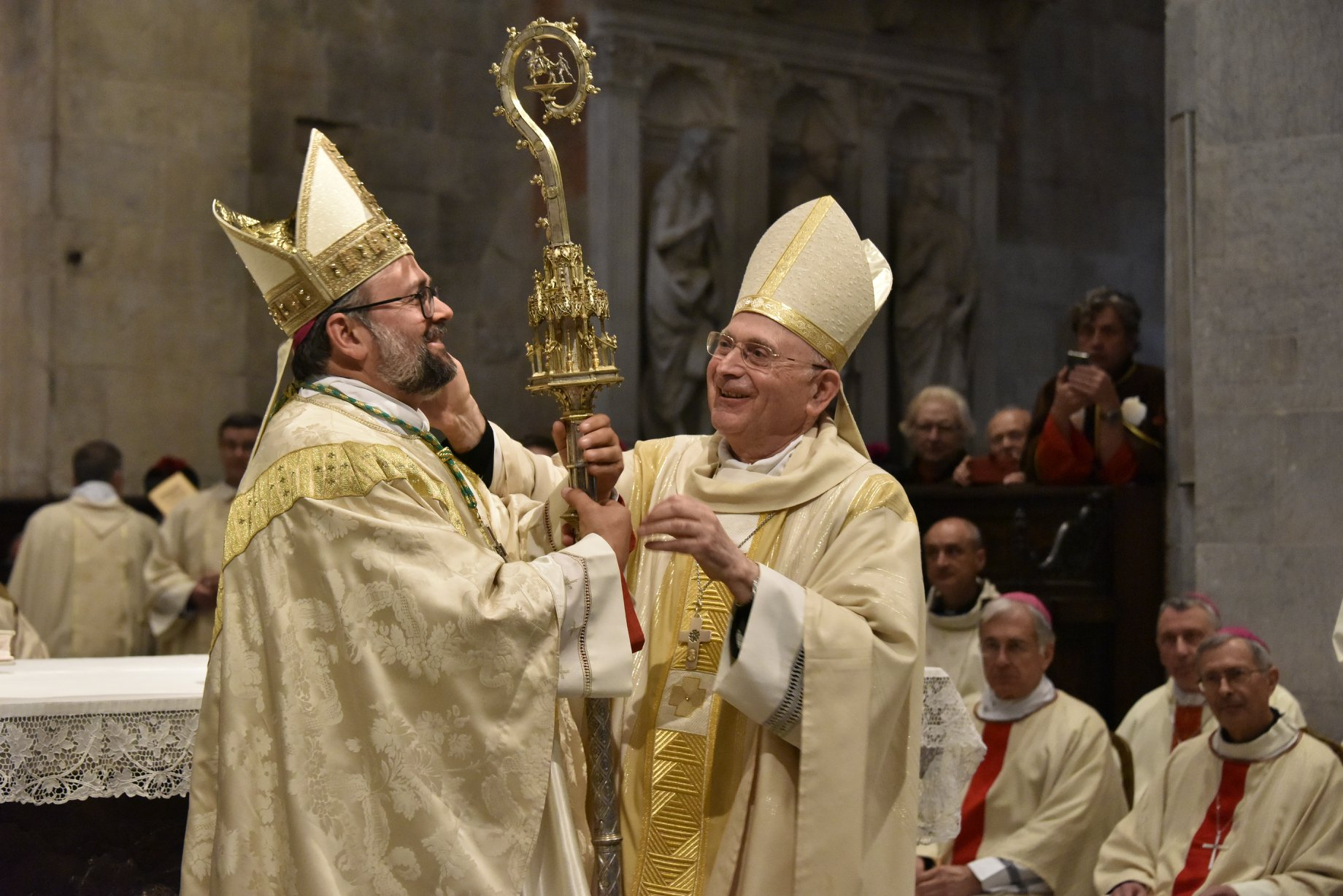 Si insedia Vescovo Paolo (foto)