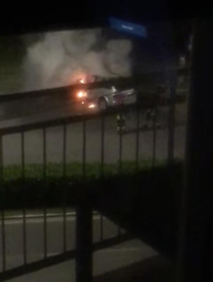 Auto a fuoco a Città Giardino