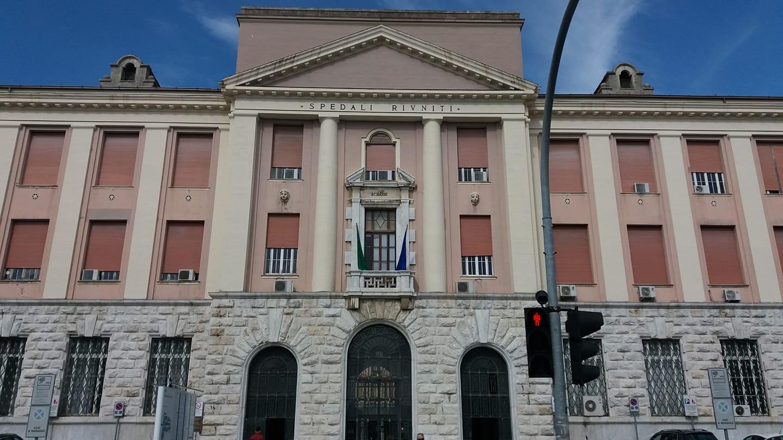 Travolto da un'auto pirata sul lungomare a Lido di Camaiore e ricoverato a Livorno: è grave