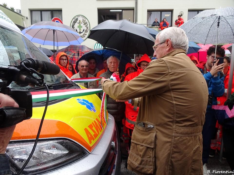 Inaugurata l'ambulanza dedicata a Alessandro Cecchi, il taglio del nastro con Marcello Lippi