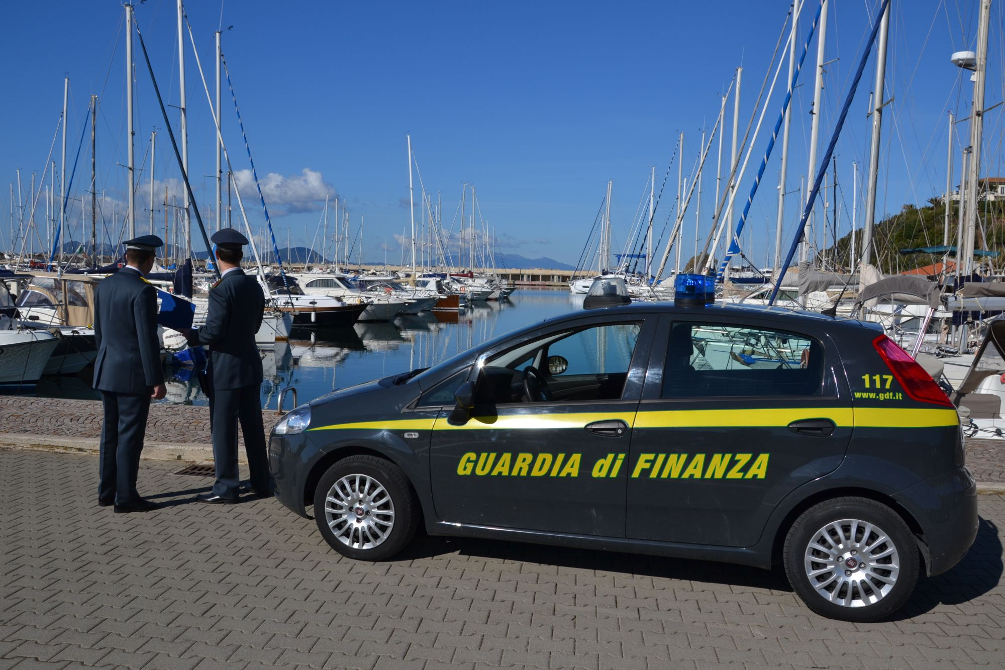 Società utilizza fatture false per 160mila euro: la Guardia di Finanza scopre il raggiro