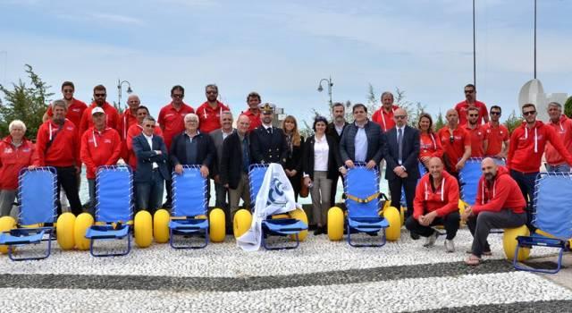Spiaggia e mare accessibile a Marina di Pietrasanta, acquistate 40 sedie da mare per disabili