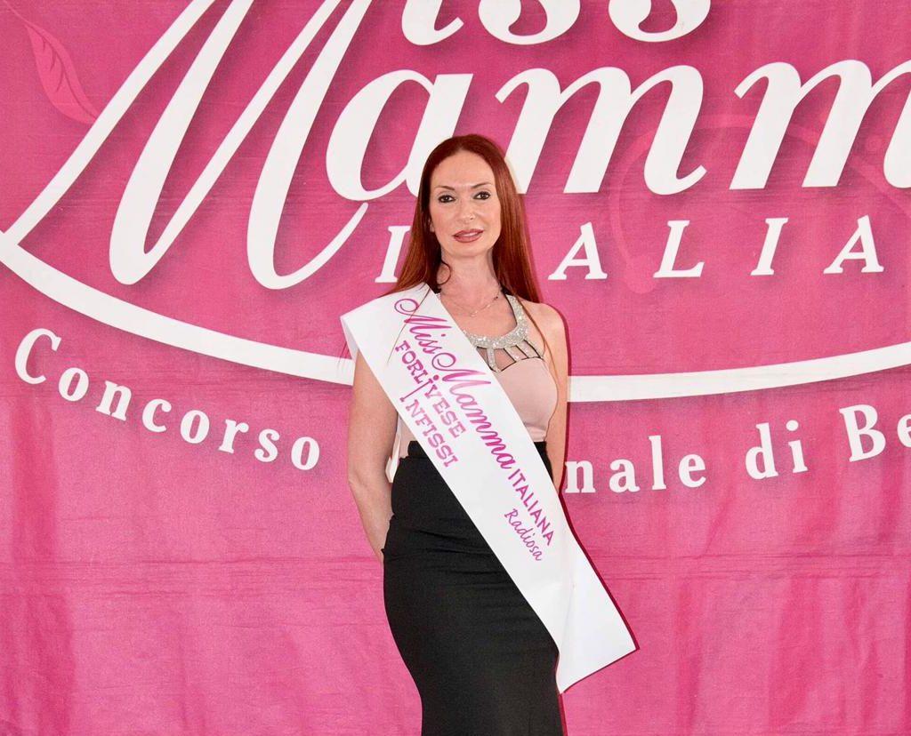 La scrittrice camaiorese Claudia Fambrini alla finale di Miss Mamma
